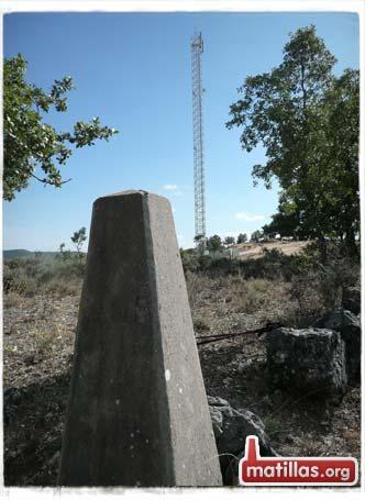 Cerca de la antena de teléfono